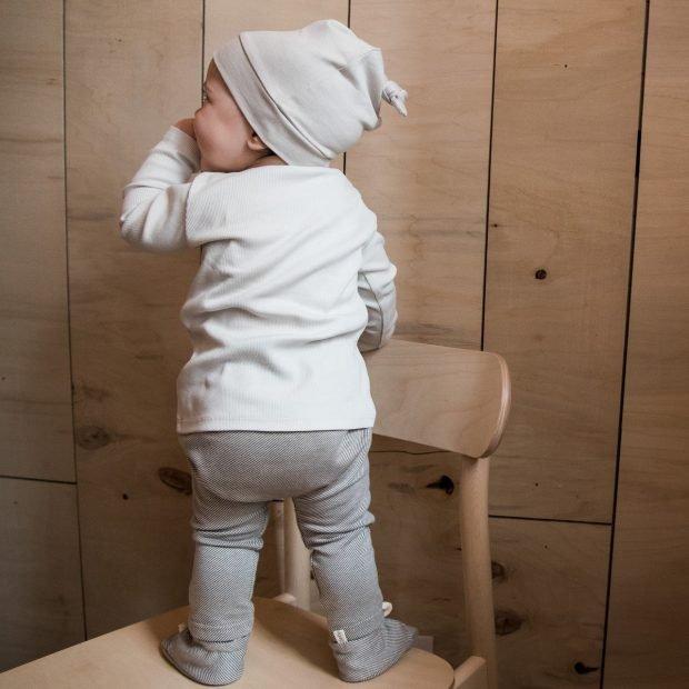 Малка бебешка шапка ванилия