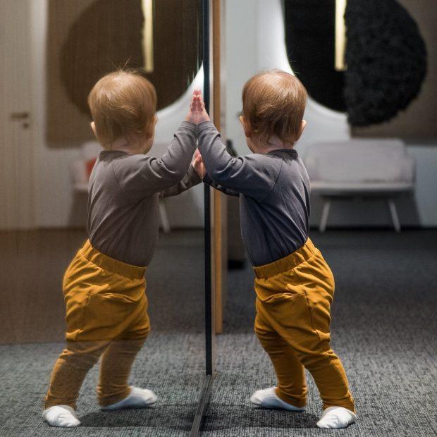 Бебешки панталон златно жълто
