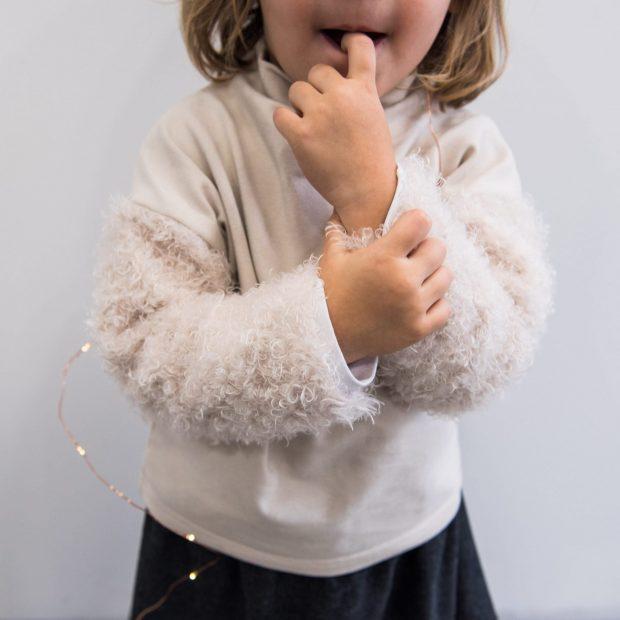 Пуловер с пудел ръкави