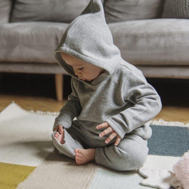 Сив плетен бебешки суичър