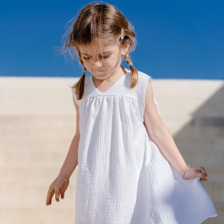 Бяла лятна рокля