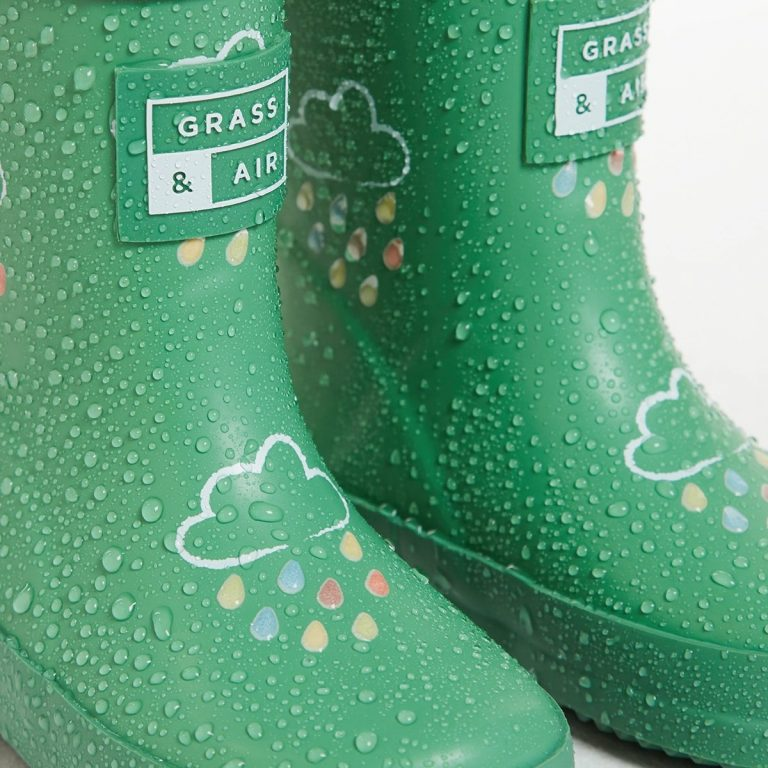 Зелени гумени ботуши облак